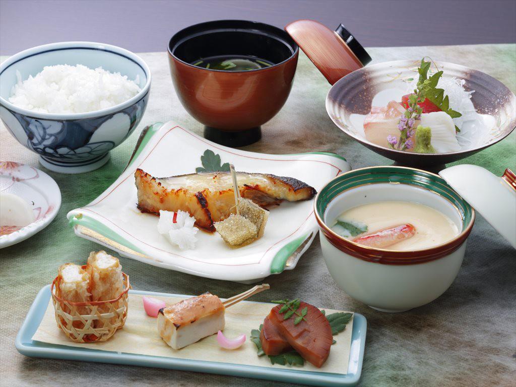 銀鱈西京焼き定食